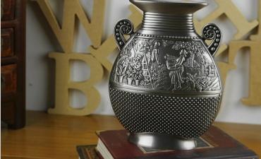 Bình hoa Pewter - Quà tặng sáng tạo với nghệ thuật cổ điển.