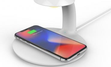 Đèn LED kiêm sạc thông minh - Quà tặng công nghệ ấn tượng